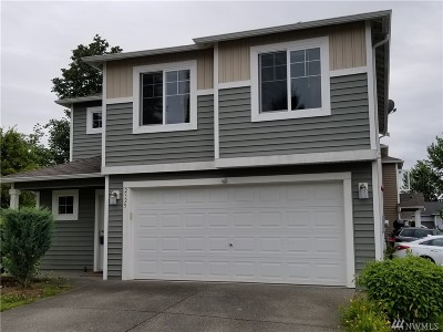 Everett Condo/Townhouse For Sale: 2325 121 Place SW