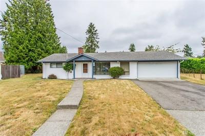 Renton Single Family Home For Sale: 820 Newport Ct NE