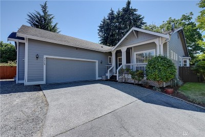 Renton Single Family Home For Sale: 3305 Garden Ct N