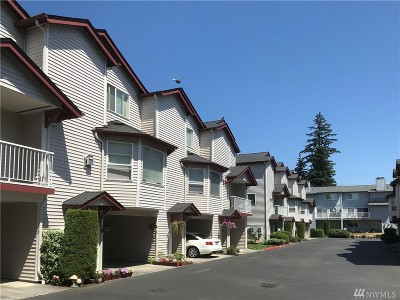 Everett Condo/Townhouse For Sale: 8823 Holly Dr #507