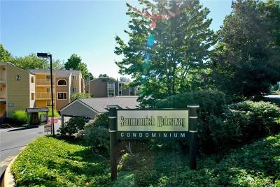 Redmond Condo/Townhouse For Sale: 7408 W Lake Sammamish Pkwy NE