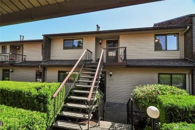 Seattle Condo/Townhouse For Sale: 10711 Glenacres Dr S