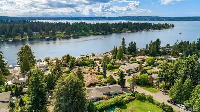 Yarrow Point Single Family Home For Sale: 9009 NE 36th St