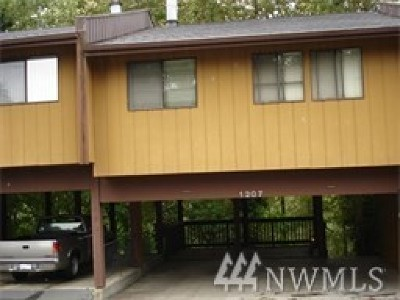 Skagit County Condo/Townhouse Pending Inspection: 1211 N 8th #5