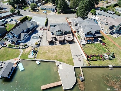 Bonney Lake Single Family Home Contingent: 6348 S Island Dr E