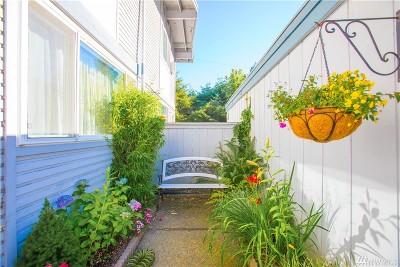 Des Moines Condo/Townhouse For Sale: 2087 S Kent Des Moines Rd