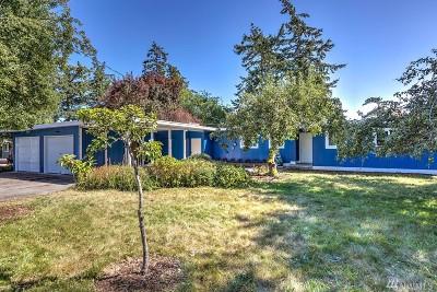 Oak Harbor Single Family Home Pending Inspection: 813 Walker Ave