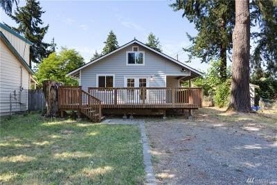 Lakewood Single Family Home For Sale: 9807 Newgrove Ave SW