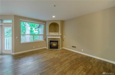 Everett Condo/Townhouse For Sale: 12530 Admiralty Wy #F304