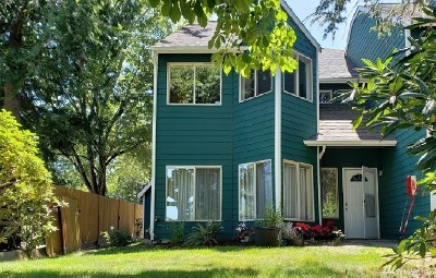 Everett Condo/Townhouse For Sale: 4404 Terrace Dr #15