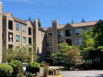 Shoreline Condo/Townhouse For Sale: 823 N 161st Pl #305