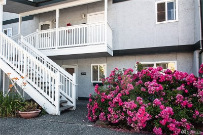 Everett Condo/Townhouse For Sale: 8823 Holly Dr #A102