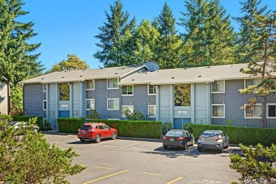 Issaquah Condo/Townhouse For Sale: 4717 W Lake Sammamish Pkwy SE #C301