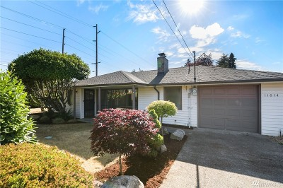 Lakewood Single Family Home For Sale: 11014 Villa Lane SW