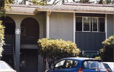 Redmond Condo/Townhouse For Sale: 17104 NE 45th St #4