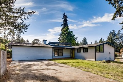 Lakewood Single Family Home For Sale: 9526 Maple Ave SW