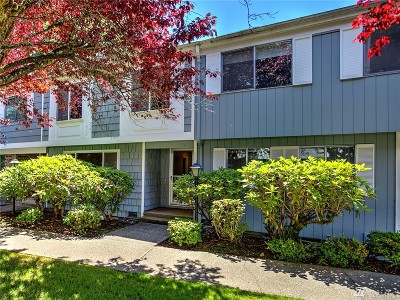 Lakewood Condo/Townhouse For Sale: 8644 Onyx Dr SW #D