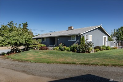 Puyallup Single Family Home Contingent: 11307 Woodland Ave E