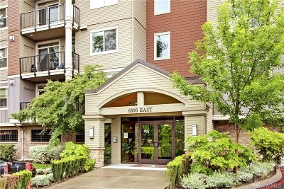 Newcastle Condo/Townhouse Contingent: 6800 132nd Place SE #E305