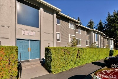 Issaquah Condo/Townhouse For Sale: 4647 Lake Sammamish Pkwy #e204