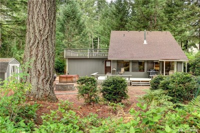 Anderson Island Single Family Home Contingent: 10809 Pioneer Dr