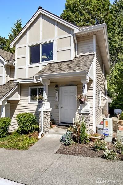 Bellevue Condo/Townhouse For Sale: 6725 SE Cougar Mountain Wy #3