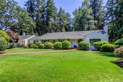 Lakewood Single Family Home For Sale: 18 Forest Glen Lane SW
