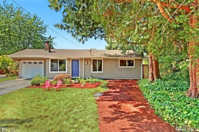 Kenmore Single Family Home For Sale: 8302 NE 148th Place