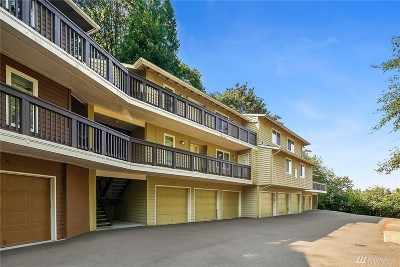 Issaquah Condo/Townhouse For Sale: 515 Newport Wy NW #C5