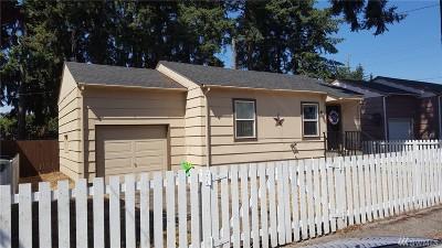 Lakewood Single Family Home For Sale: 11116 Kline St SW