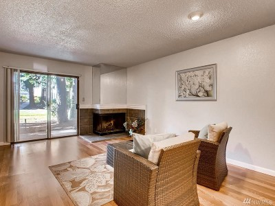 Federal Way Condo/Townhouse For Sale: 33015 18 Place S #F104