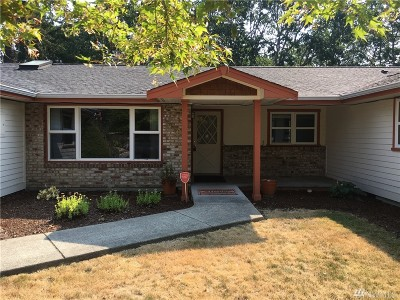 Lakewood Single Family Home For Sale: 8505 Woodlawn Ave SW
