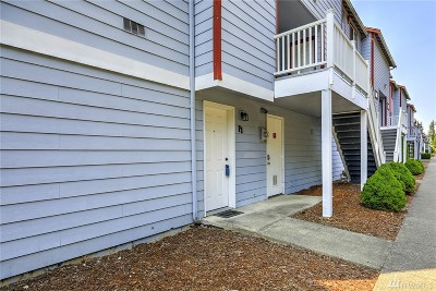 Puyallup Condo/Townhouse For Sale: 3939 10th St SE #F1