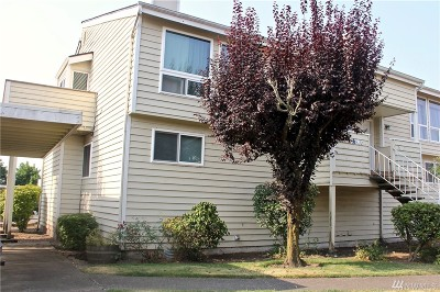 Enumclaw Condo/Townhouse For Sale: 135 McKean Ct #C