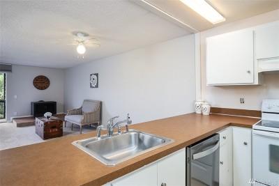 Redmond Condo/Townhouse For Sale: 6347 137th Ave NE #276