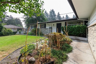 Lakewood Single Family Home For Sale: 8008 Westshore Dr SW