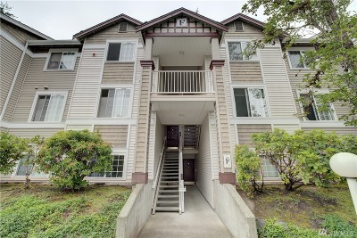 King County Condo/Townhouse For Sale: 25235 SE Klahanie Blvd #F303