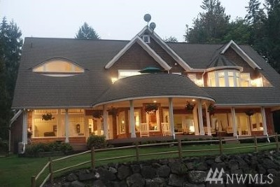 Shelton Single Family Home For Sale: 211 E Old Meadow Rd