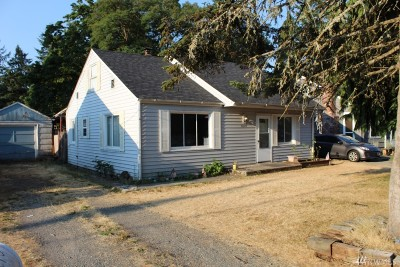 Lakewood Single Family Home For Sale: 8620 Lawndale Ave SW