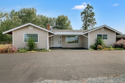 Enumclaw Single Family Home Contingent: 43706 208th Ave SE