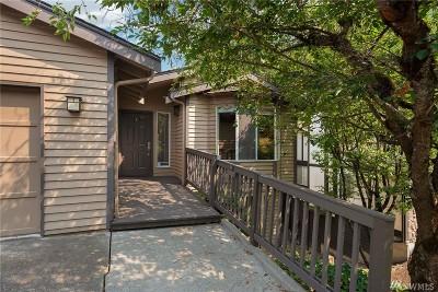 Bellevue WA Condo/Townhouse For Sale: $699,000
