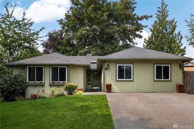 Sammamish Single Family Home For Sale: 905 223rd Ct NE