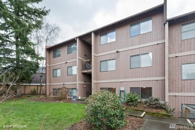 Burien Condo/Townhouse For Sale: 17430 Ambaum Blvd S #28