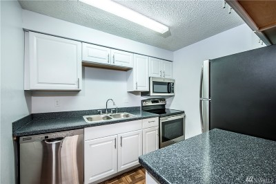 SeaTac Condo/Townhouse For Sale: 3425 S 176th St #226