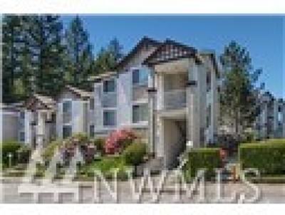 Issaquah Condo/Townhouse For Sale: 25235 SE Klahanie Blvd #D103