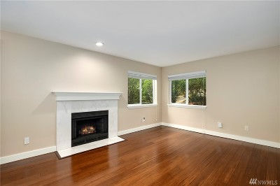 Issaquah Condo/Townhouse For Sale: 455 Newport Wy NW #302