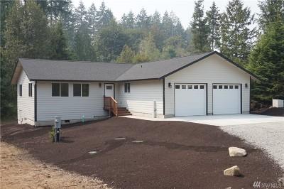 Single Family Home Sold: 221 SE Carpenter Dr
