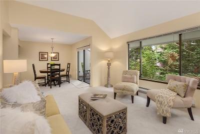 Bellevue Condo/Townhouse For Sale: 3920 Lake Washington Blvd SE #7A