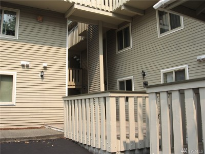 Kenmore Condo/Townhouse Contingent: 18200 73rd Ave NE #A-310