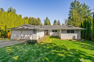 Lake Tapps Single Family Home Contingent: 2917 208th Ave E